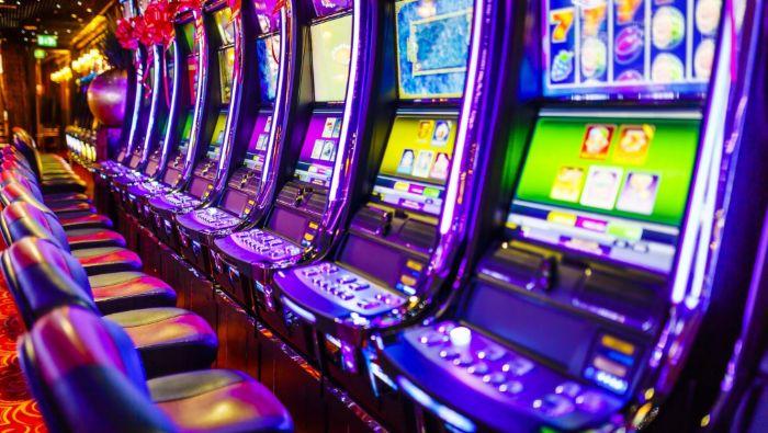 Công việc kỹ thuật viên bảo dưỡng và khắc phục tình trạng của máy đánh bạc là rất cần thiết