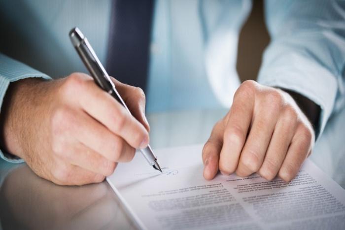 Việc ký kết hợp đồng cần mang tính trực tiếp, người lao động không được ủy quyền