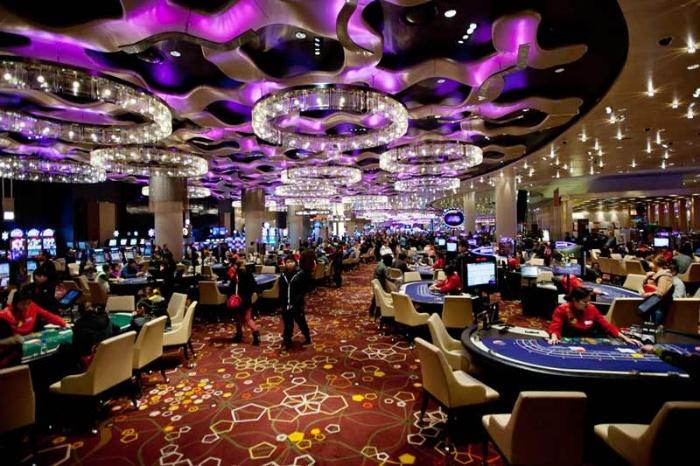 Người quản lý casino cần phải quản lý, giám sát các nhân viên dưới quyền để đảm bảo họ làm việc đúng nguyên tắc