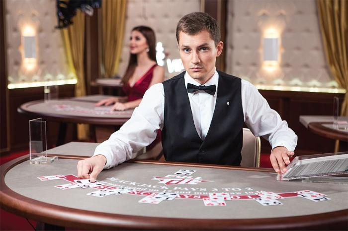 Nhân viên làm việc tại casino có cơ hội thăng tiến cao, kèm theo đó là đãi ngộ đặc biệt