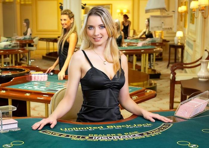 Người dealer đòi hỏi phải sử dụng kỹ năng tráo bài bằng tay một cách khéo léo nhất